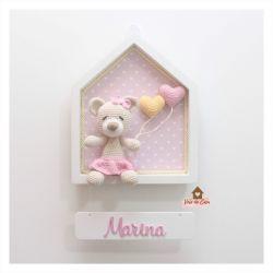 Ursinha  - 2 balões coração - Casinha Branca - Porta Maternidade