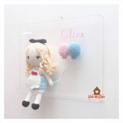 Alice  - Quadro Acrílico - Porta Maternidade