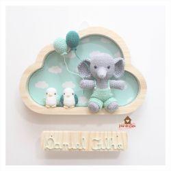 Elefante com Macacão -  2 Passarinhos - Nuvem M - Porta Maternidade