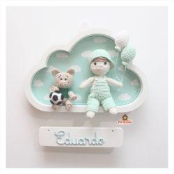 Menino com Porquinho - Nuvem M Branca - Porta Maternidade