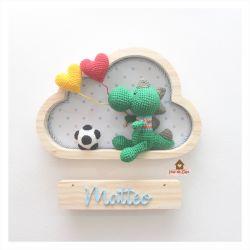 Dinossauro - Futebol - 2 corações - Nuvem P - Porta Maternidade