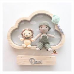Menino com Leãozinho e Pipa - Nuvem M - Porta Maternidade